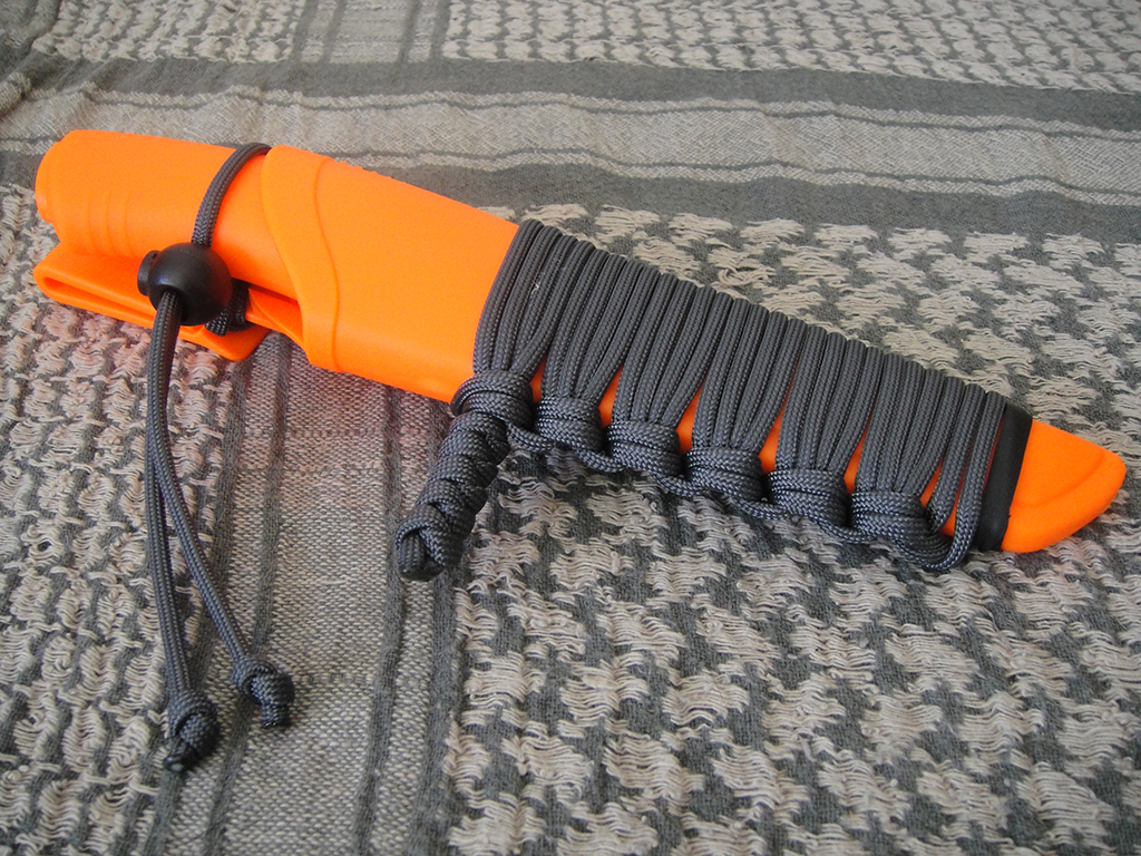 mora-bushcraft-paracord
